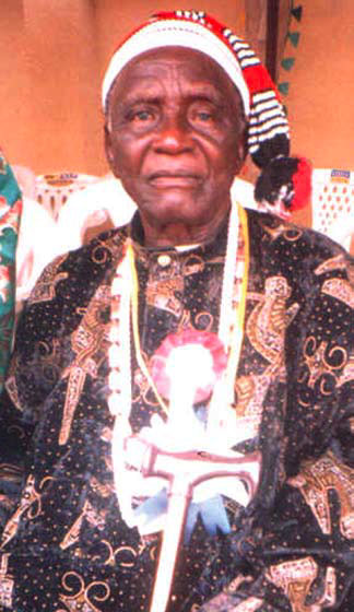 His Majesty, Ezo (Elder) Ogbu Arunsl, the Ezeaja of Nkporo Kingdom was born in 1929 into the Royal Dynasty of chief Arunsi Oguama of Agbalangwu in Elughu Nkporo. He attended Nporo Central School, Church of Scotland Mission School, Abiriba for his Primary Education and Boys Vocational School Idipep for a Diploma in teaching. Later, he studied at the famous Hope Waddell Training Institute, Calabar and Macgregor College, Afikpo where he obtained the Teachers' Grade III and II, G.C.E. O/L and A/L Certificates and became equipped for his teaching career. He served the Presbyterian Church of Nigeria in various schools as a claass teacher and an Administrative Headmaster for thirtyeight years and retired meritoriously in 1984. A man of honour and integrity, His Majesty, Eze (elder) Ogbu Arunsi is loved by his community. He is a Christian with very outstanding qualities such as humility, meekness, honesty, humane, intelligence and God fearing. He is committed to the unity and progress of Nkporo, and stands out for truth and justice. No doubt that when he was presented for the stool of the Ezeaja of Nkporo, the Imo State Governement did not hesitate to accord him recognition in 1988. A renowned Educationist and retired Headmaster, Eza Arunsi spent most of his life serving and teaching humanity. Over the years, the Ezeaja has served the Presbyterian church of Nigeria and his community using his personal resources to promote the spread of the gospel of Jesus Christ in his area. He is known for encouraging harmony and peace among churches in his domain, and contributing to the peace and tranquility of his community. Consequently and in recognition of these services, Abiriba Presbytery of P.C.N. in 2007 honoured him and his wife with an Award of Pesbyterian Vessel of Nour (P.V.H.) He served as a Councilor representing Nporo repeatedly; the Secretary of the Defunct Nkporo Youths Aassociation; One time Secretary of Nkporo clan Council, One time Vice Chairman of Nkporo Community Co
